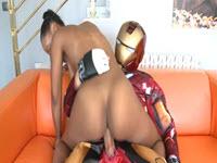 Mignotta nera perversa trombata da Iron Man